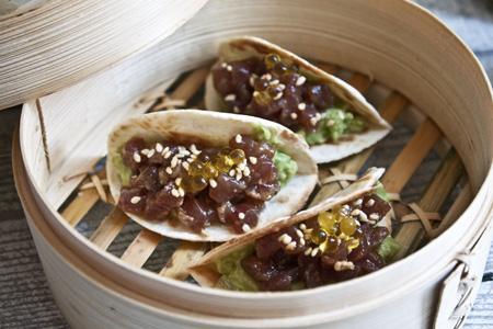 Mini tacos de tonyina amb umeboshi